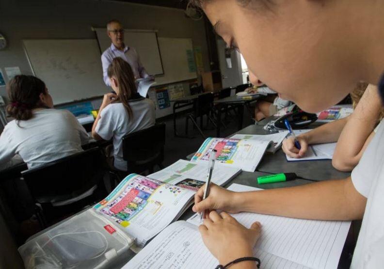 用iPad上課太容易分心!澳洲學校決定找回紙本教科書